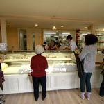 洋菓子マウンテン - この日はオープニングセールのためメニューは少なめです。