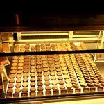 洋菓子マウンテン - チョコレートは奥の左側の部屋になります