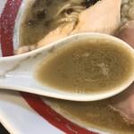 126452825 - 濃い色のスープ。濁りが残るほど出汁が濃い。