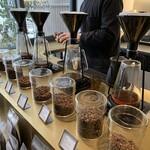 グリッチコーヒー - ドリンク写真:ずらりと並ぶジーナのコーヒーメーカー