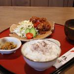 太郎茶屋 鎌倉 - 鶏のピリ辛ソース掛け定食
