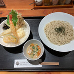 Isogamifuraibaru - 天丼(ご飯 大)+ピリ辛ごま豆乳そば