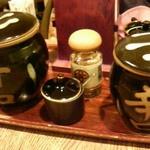 tonkatsumaisen - ソースは、甘口と辛口