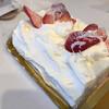 パティスリー 工房 ルーレ - 料理写真:つぶし苺のロールケーキ レギュラーサイズ 2100円 ちょっと形崩れてますね…すいません。