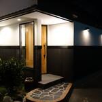 126492057 - 自宅のお隣に作られた一戸建てのレストラン