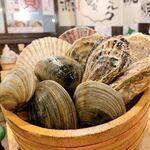 浜焼きセンター カキ小屋 - 2020年2月2月28日、牡蠣、帆立、ホンビノスの3種セットのご紹介。浜焼き、もちろん当店名物!ガンガン焼きでもご注文頂けます。アツアツの貝類を食べてほっこり温まりましょう!