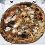 PIZZA SALVATORE CUOMO & GRILL - 202002  ハーフ&ハーフ(マルゲリータ、ディアボラウンドゥーヤ)