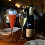 126503865 - 苺のベリーニ&シャンパン