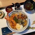 ろくろく亭 - 料理写真:天丼(温玉オプション)