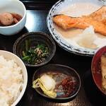 鈴亭 - 料理写真:日替わり(鮭かま塩焼き定食)¥800(税別」