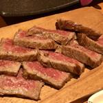 126514456 - 赤身肉の塊焼き