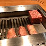 126514458 - 赤身肉の塊焼きと厚切り牛たん