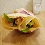 ナチュラル クレープ - 蒸し鶏の和風たっぷり野菜クレープ