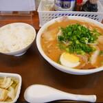 ラーメン長洲 - チャーシュー麵とライス