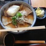 手打うどん麦や - 肉うどん➕焼餅 ¥850-