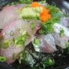 海鮮丸 - 料理写真:1度目・海鮮丼 見るからに鯵の色が良い