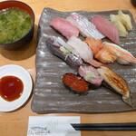126536627 - 特選握り10貫(¥1580)。シャリには赤酢を使用。わさびは強めに効かせてある