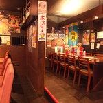 船場女将小路 - 【和琉酒菜 空 船場ゆいまーる店】人気のカウンター席、ご宴会にぴったりのテーブル席 どちらでもお気軽に!