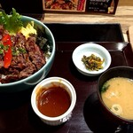肉匠 太平楽 - 牛サガリ丼L盛