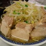 豪ーめん - 料理写真:醤油豪ーめん豚入り(中)850円