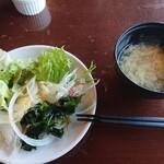 レッフェル - 玉子スープとサラダ和風で一皿目。