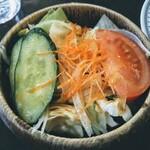 ステーキハウス 武蔵野 - サラダ!至って普通だがレタスが固まり過ぎてお粗末な感じで残念。