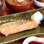 満天食堂 - 【期間限定】銀鮭ハラミの甘塩焼定食