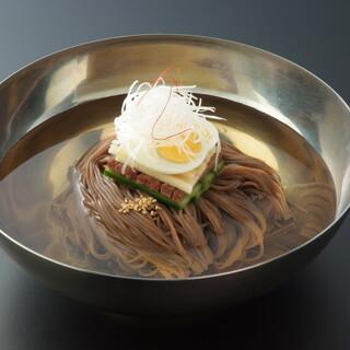 こだわりの濃厚な「盛岡冷麺」、国産食材にこだわったお料理