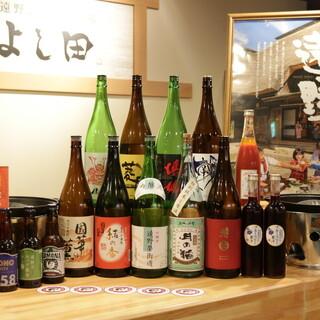 地酒やクラフトビール、定番のドリンクも種類豊富に品揃え♪