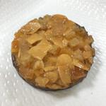 ル・カカオイエ - 料理写真:裏面がチョコでコーティングされたアーモンドタルト♡攻撃力とカロリーがパナイ(● ˃̶͈̀ロ˂̶͈́)੭ꠥ⁾⁾
