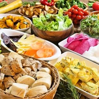 おかわり自由!新鮮野菜をビュッフェ形式にてお楽しみください♪