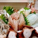 家庭料理 港鶴 - 刺身盛り合わせ