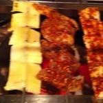 千里香 - 串焼。左から牛スジ、牛ちんちん、牛血管