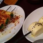 千里香 - 串焼、豆腐でパクチーまいたのと、中華パン