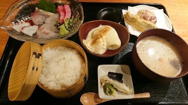 富士根 和食 魚 感 した さき