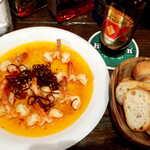 メキシカン・バー ソル・マリアッチ - えびにんにく・バゲット付(¥1300)。チレ・ウアヒージョという唐辛子を使用、辛くなくて椎茸のような旨味がある