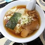 寺カフェ 中華そば水加美 - 料理写真:ワンタンメン(昔ながらスープ・平打ち麺)800円