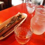cafe unji. - コップはイチゴ型?で可愛い