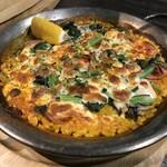 ラス ボカス - ランチ(牡蠣とホウレン草のチーズパエリア)
