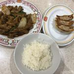 餃子の王将 - ホルモンの味噌炒め、ジャストサイズの餃子、小ライスで858円