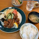 喫茶ぽとす - 料理写真:日替わり(唐揚げ)定食。830円。