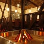 方舟 酒月 - 大型囲炉裏がお客様をお出迎え。備長炭の温もりが日頃の疲れを癒してくれます。