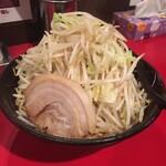 麺や 唯桜 - 料理写真:ラーメン300g 野菜チョイまし1/3 750円