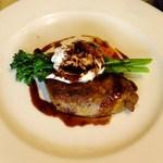Restaurant27 - 香ばしく焼きあげた鶏もも肉のコンフィ 赤ワインソース 日本一のこだわり卵の温度卵添え