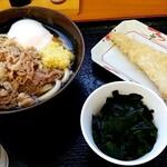 126663591 - 温玉肉うどんと直島ワカメと鯛天ぷら