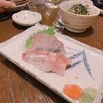 二代目 居呂利 - ブリ刺    800円