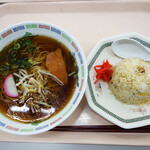 福岡県庁食堂 - 半チャーハン付きのラーメンセット540円。