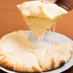 グッドフレンド タイ・インド料理 - チーズナン