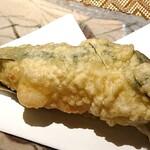 おすし・割烹 とく寿 - 万願寺唐辛子の天ぷら、ハモのすり身と海老入り