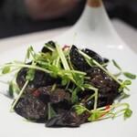 健康美容 火鍋専門店 朝天門 - キクラゲと豆苗の塩炒め